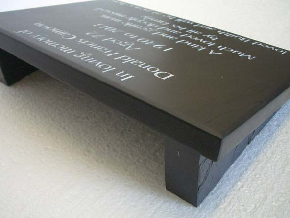 Slate memorial plate with side supports