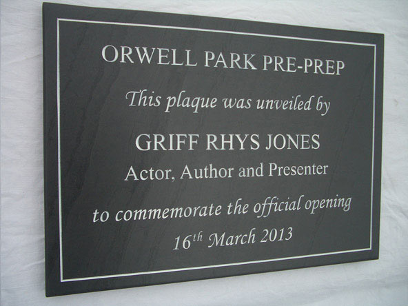 unviel plaque to commemorate opening