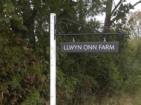 hanging slate sign for llwyn onn farm